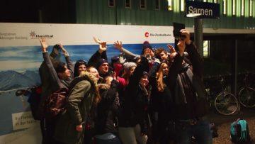 Die Gruppe der Juseso-Fricktal kommt in Sarnen an und macht ein Gruppen-Selfie. | © Andreas C. Müller