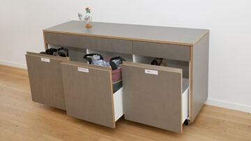 Am Sitz der Landeskirche in Aarau setzt man zur Bewahrung der Schöpfung auf Recyclingmöbel. | Roger Wehrli