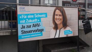 FDP-Parteipräsidentin Petra Gössi steht für die STAF-Vorlage ein. Das Bundesgesetz über die Steuerreform und die AHV-Finanzierung (STAF) geniesst bei den Parteien breite Unterstützung. Einzig Grüne und Teile der SVP sind dagegen. | © Andreas C. Müller
