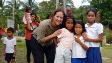 Das Hilfswerk Comundo engagiert sich mit verschiedenen Projekten im Norden der Philippinen (im Bild eine Schulsozialarbeiterin). | © Comundo