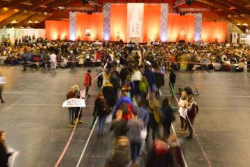 Die religiöse Dimension gehört zur Entwicklung der Persönlichkeit dazu (Gläubige auf dem Weg zum Eröffnungs-Abendgebet mit Frere Alois, Prior von Taize, am 28. Dezember 2016 im Kipsala International Exhibition Center während des Europäischen Jugendtreffens vom 28. Dezember 2016 bis 1. Januar 2017 in Riga). | © kna-bild