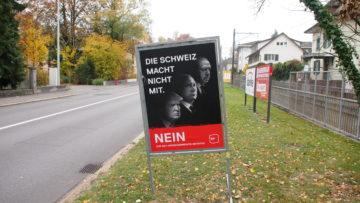 In der Regel macht die SVP mit provokativen Plakaten auf sich aufmerksam. Doch bei der Selbstbestimmungsinitiative sind es die SP (im Bild) und die bürgerlichen Parteien. | © Andreas C. Müller