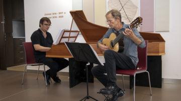 Stefan Müller am Cembalo und Martin Pirktl an der Gitarre spielen Musik von Johann Sebastian Bach. | © Roger Wehrli