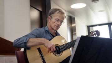 Die Musik berührt und lässt die Gedanken fliessen. «Das musikalische Fenster verzaubert nachhaltig», sagt Karin Klemm. | © Roger Wehrli
