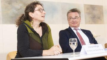 Ursina Häfliger, diplomierte Pflegefachfrau, und Robert Rhiner, CEO des Kantonsspitals Aarau KSA. | © Werner Rolli