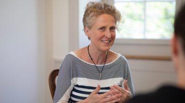 «Klare Schritte auf dem Weg zu geteilter Verantwortung und Macht», wünscht sich Susanne Andrea Birke, die sich im Aargau als Theologin für Frauen, gleichgeschlechtlich Liebende und die LGBT-Community (Lesben, Schwule, Bisexuelle und Transgender) einsetzt.| © Pia Neuenschwander