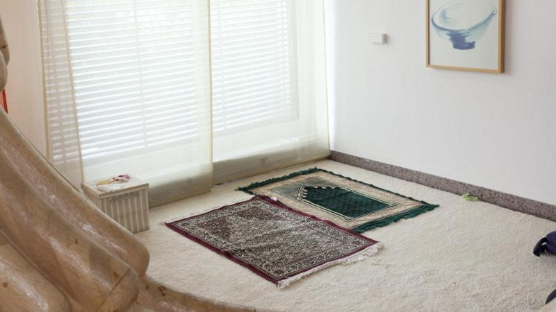 Die geplante Moschee (im Bild ein interreligiöser Gebetsraum) soll allen Geschlechtern, Glaubensrichtungen und sexuellen Orientierungen offen stehen.   © Roger Wehrli