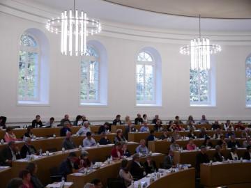 Die Synode der Landeskirche Aargau trifft sich zweimal im Jahr. Sie ist ein Teil der Zusammenarbeit zwischen der Landeskirche und der RKZ.   © Anne Burgmer