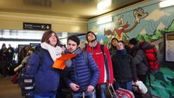 St. Louis: Die Italiener aus Turin und der Emilia Romagnia (vorne links Marianna, Enrico und Sergio) rätseln am Bahnhof von St. Louis, auf welchem Gleis der Zug nach Basel fährt.   © Andreas C. Müller
