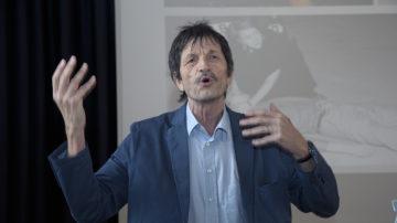 Der bekannte emeritierte Basler Soziologie-Professor Ueli Mäder diskutiert am 8. November mit Oswald Grübel über die Macht des Geldes. | © Roger  Wehrli