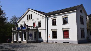 Im Haupthaus, der eigentlichen, im 19. Jahrhundert erbauten Villa, befindet sich der zum Raum der Stille ausgebaute Dachstock. | zvg