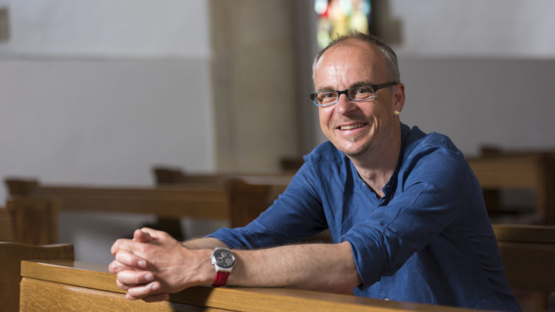 Neupriester  mit patchworartigem CV - Andreas Stüdli erzählt im Gespräch letztlich zwei Geschichten. | © Werner Rolli
