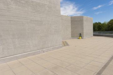 Der Beton schimmert wie Sand im Sonnenlicht. | © Werner Rolli