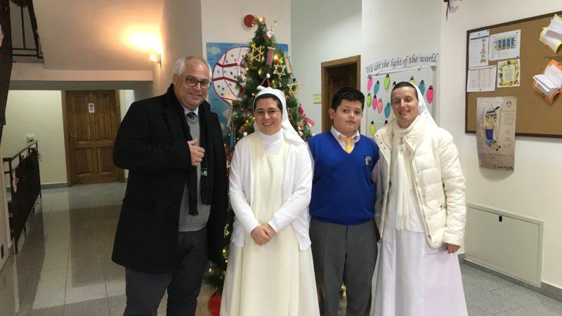 Die vom Jesuitenorden in Prizren gegründete Loyola-Schule gilt als die Beste des ganzen Landes (im Bild ganz links: Schulleiter Axel Bödefeld). | © Andreas C. Müller