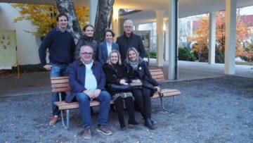 «Es ist uns sehr wichtig, dass wir hier nur stellvertretend für ganz viele Menschen sitzen, ohne die das Projekt und das Fest nicht möglich gewesen wären», so die übereinstimmende Meinung des Organisationsteams. Es sind (hinten von links nach rechts): Jan Götschi, Myroslava Rap, Susanne Muth und Burghard Förster und (vorne von links nach rechts) Kurt Adler, Elisabetta Calì-Zamperini und Esther Kuster. | © Anne Burgmer