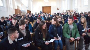 «Wir hatten noch nie so viele Jugendliche in der Kirche in Brugg», freut sich Dina Tani, Präsidentin des Pfarreirats von Würenlingen. | © Andreas C. Müller
