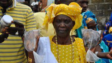 «An einer Veranstaltung habe ich zum ersten Mal von der Kalebasse gehört», erinnert sich Aminata Bodian, Präsidentin einer Dorfsparkassengruppe in Thialane. «Ich bin zurück in unserer Dorf gereist und habe die Frauen davon überzeugt, dass auch wir eine solche Solidaritäts-Kalebasse gründen sollen.» | © Ousmane Kobar/ Fastenopfer