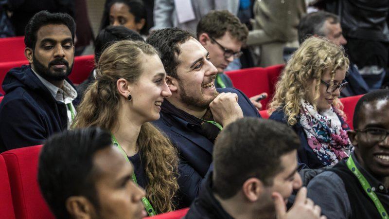 Jugendliche an der Vorsynode vom vergangenen März in Rom. 40 Jugendliche werden an der Synode im Oktober als Auditoren dabei sein. | © kna-bild