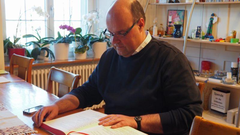 In Solothurn wird Stefan Essig zum neuen nicht-residierenden Domherrn eingesetzt. Ansonsten schaltet und waltet der Pfarrer seit bald 18 Jahren in Leuggern. | © Anne Burgmer