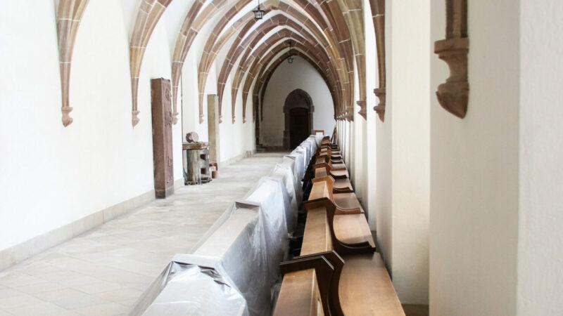 Um die Ausbreitung des Corona-Virus' zu stoppen, müssen die Kirchenbänke leer bleiben. | © kna-bild