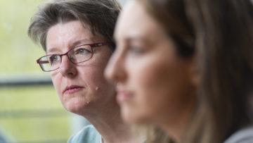 Die 52-jährige Sylvia Stam (links) arbeitete 15 Jahre als Kanti-Lehrerin mit den Fächern Deutsch und Philosophie. Heute leitet sie die Redaktion des deutschsprachigen Katholischen Medienzentrums kath.ch. | © Werner Rolli