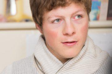 Der 20 Jahre alte Fabian Emch ist Teilauthist. Das künstlerische Schaffen macht ihn mutiger, erzählt er im Gespräch. | © Werner Rolli