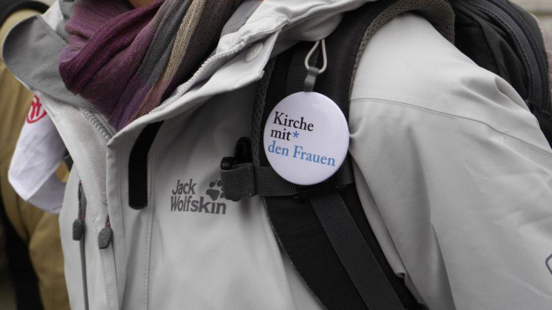 Der Kampf für die Gleichberechtigung innerhalb der katholischen Kirche geht verschiedene Wege. Horizonte zeigt prominente Schweizer Team-Player und Einzelkämpferinnen | © Anne Burgmer