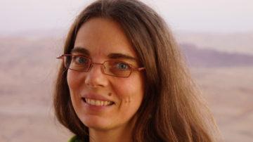 Moni Egger, ehemalige Mitarbeiterin der Fachstelle Katechese und Medien in Aarau, nahm sich Zeit, die Kernpunkte des LeRUKa zu verdeutlichen. | © zvg