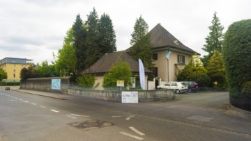 Eine Begegnungsinsel, die mittlerweile Vorbildcharakter hat: Das ehemalige Pfarrhaus in Suhr. | © Werner Rolli