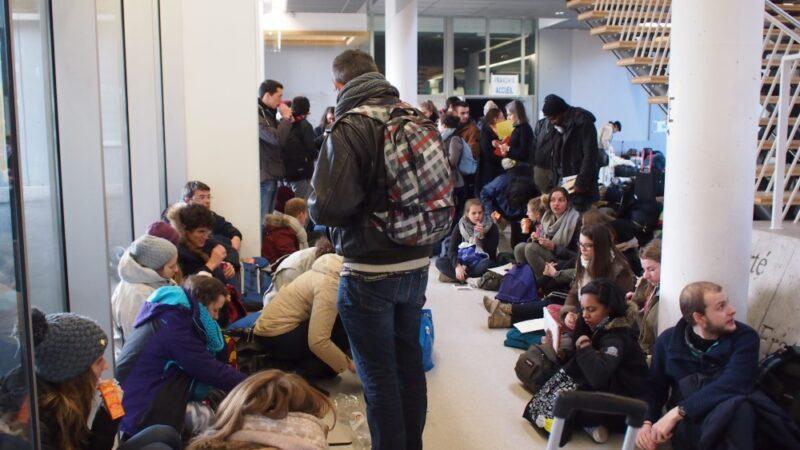 Das Europäische Jugendtreffen von Taizé findet jedes Jahr über Silvester an wechselnden Orten statt. Vor zwei Jahren (im Bild Ankunft von Jugendlichen in St. Louis) fand das Treffen im Raum Basel statt.   © Andreas C. Müller