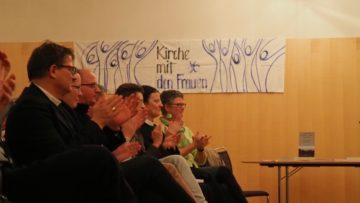 Hildegard Aepli (ganz rechts) betonte, es sei wichtig, dass sich jeder weitere Schritt, wie auch alle Etappen bis jetzt, rein aus der Kraft der Quelle speisten. | © Anne Burgmer