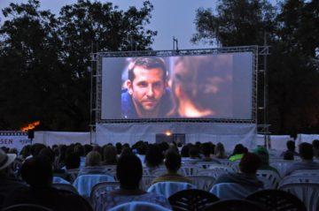 Ob Christoph Cohen auch Open Air Kino mag, kam nicht zur Sprache. Doch das Kino an sich, ist seine Leidenschaft. Es sei - so erklärte er - schlicht günstiger gewesen, drei Kinofilme hintereinander zu schauen, als die Fahrkarte von Luzern nach Hause und zurück. | © zvg