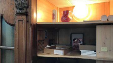 Temporäre Nutzung erst als Verenalädeli, dann als Vorratslager für den Bücherstand. Ein Beichtstuhl im Verenamünster. | © Marie-Christine Andres
