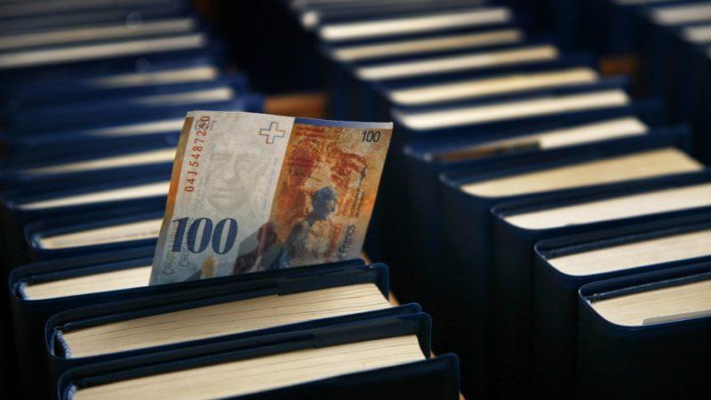 Die finanziellen Ressourcen der Kirchen in den verschiedenen Kantonen sind unterschiedlich. Einen Finanzausgleich, wie ihn die Schweiz auf staatlicher Ebene zwischen den Kantonen kennt, gibt es in der Kirche nicht. Mit der RKZ steht der katholischen Kirche seit 1971 aber eine Organisation zur Verfügung, die sich um die Finanzierung gesamtschweizerischer kirchlicher Aufgaben kümmert. | © Roger Wehrli
