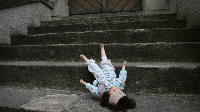 Das Thema sexueller Missbrauch von Kindern, Jugendlichen und Frauen oder Männern in der katholischen Kirche stellt die Organisation vor eine Zerreissprobe. Für die Medien ist das Thema ein gefundenes Fressen. Die Bistümer Basel und St. Gallen reagierten mit einer Medienmitteilung auf teilweise verkürzte Berichterstattung. | © Symbolbild Roger Wehrli