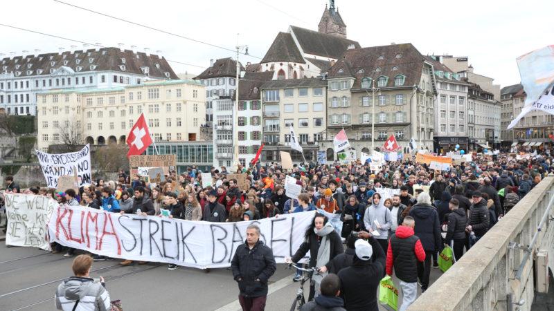 Wie hier in Basel demonstrieren heute Freitag in den Schweizer Städten wieder Jugendliche fürs Klima. | zvg
