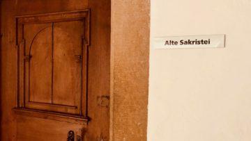 Die Alte Sakristei war erst im 17. Jahrhundert nachträglich an die Ostfassade der Kirche angebaut worden. | © Marie-Christine Andres