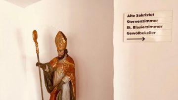 Die Forschungsstelle Kraft- und Kulturorte Schweiz hat in der Alten Sakristei in der Propstei Wislikofen einen Kraftpunkt mittlerer Intensität festgestellt. | © Marie-Christine Andres