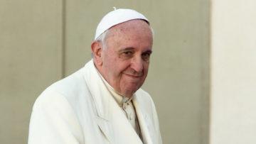 Papst Franziskus hört vor allem zu und auch die Synodenväter sollen zuhörern. Nach jeweils vier Beiträgen à vier Minuten, gibt es eine Pause, in der das Gehörte überdacht werden soll. | © Oliver Sittel