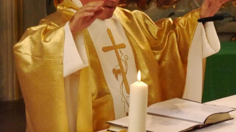Es werde, so der Hochschulpfarrer, alles um den Priester und den Priestermangel herum organsisiert. Dies sei das grundsätzliche Problem der Überhöhung von Ämtern in der katholischen Kirche. | © Symbolbild/Anne Burgmer