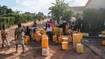 Die Menschen leiden unter Wassermangel: In dieses Dorf fliesst das Wasser nur während zwei Stunden täglich. | © Fastenopfer