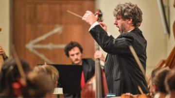 Der Kirchenmusiker Daniel Schmid ist Dozent an der Zürcher Hochschule der Künste (ZHdK), leitet die Aargauer Kantorei und ist Kantor am Zürcher Grossmünster. | © Aargauer Kantorei