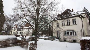 Wurde erweitert: Der Hauptsitz der Römisch-Katholischen Landeskirche Aargau an der Feerstrasse 8 in Aarau. | © Roger Wehrli