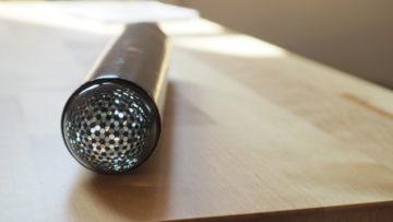 Eine Pappröhre, Spiegel innen und an einem Ende eine Glaskugel. So funktioniert ein Umgebungskaleidoskop. | © Anne Burgmer