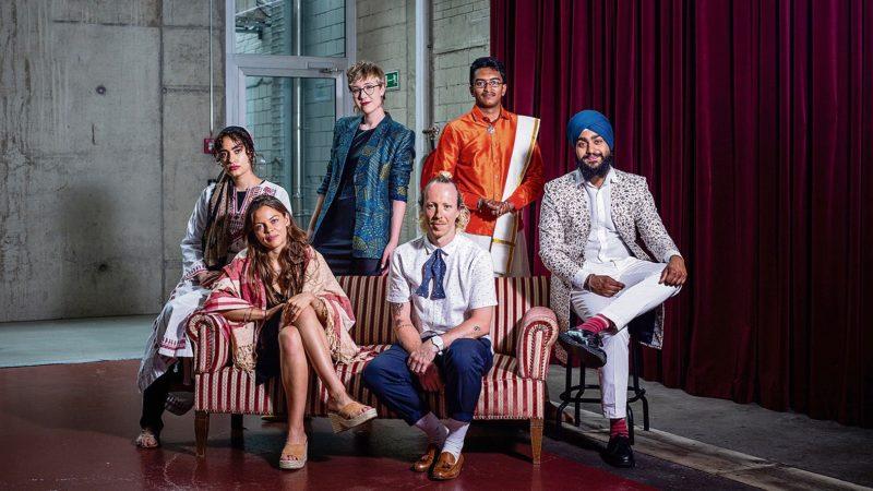 Sechs junge Frauen und Männer verschiedener Religionen zeigen, wie sie sich im Alltag und für religiöse Feiern kleiden. | © Nora Steffen, Dominic Wenger